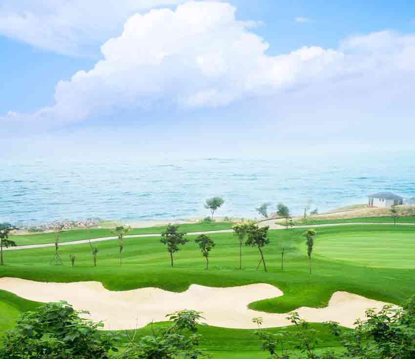 Golf Games - Golf course and sea